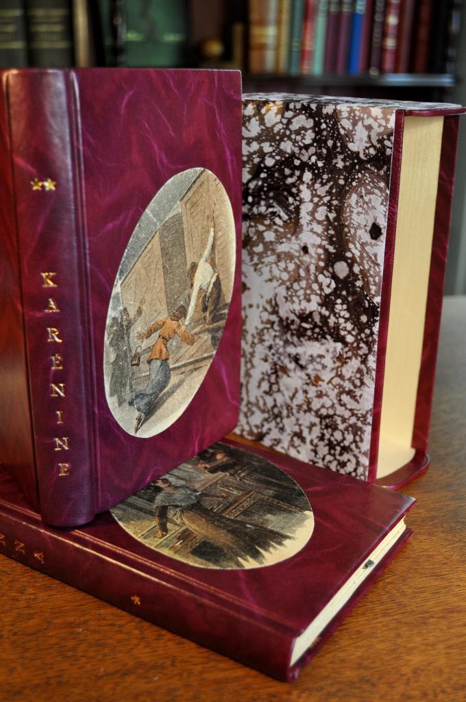 Bradel Tolstoï, incrustation des couvertures d'origine sur les plats
